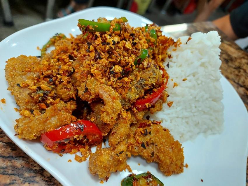 避風塘豬扒飯/皇袍牛肉飯/咖喱牛肉炒飯(美而簾金輝茶餐廳)