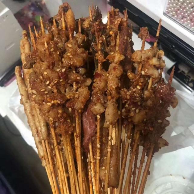 牛肉小串/毛肚/寬粉/海蜇(十里香麻辣串串)